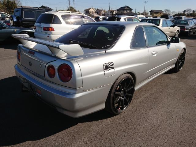 Nissan Skyline R34 GT-T_Heckansicht 2