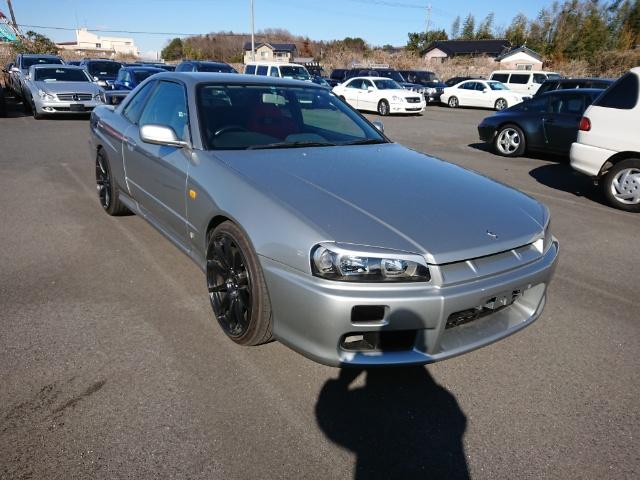 Nissan Skyline R34 GT-T_Frontansicht 2