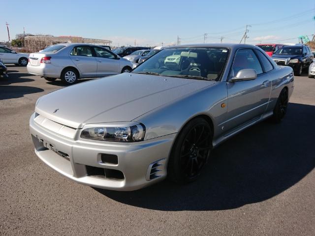 Nissan Skyline R34 GT-T_Frontansicht 1